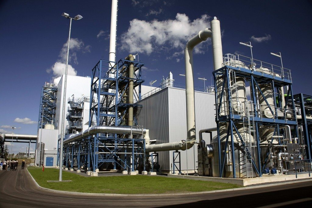 oil and gas processing Crude oil processing in a refinery to produce petrol and other products also requires incurring energy expenditures, and as a consequence - generates greenhouse gas emission, just like transport and ready fuel distribution, though this stage is not that essential.